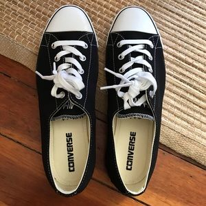 New-Never Worn Women's Converse  Size 9 in Black